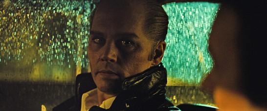 ブラック・スキャンダルのジョニデはなんとハゲヅラ&青い瞳