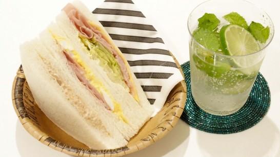 サンドイッチとノンアルコールモヒート