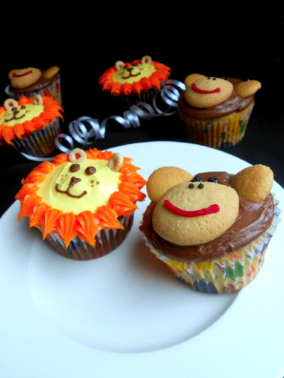 jungle-animal-lion-monkey-cupcakes