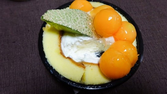 lawson-uchicafe-melon-rollcake[3]