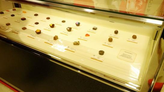 宝石のように並べられたショコラ!